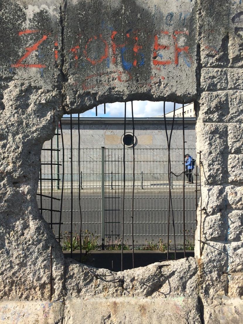 Berlin Duvarı'nın İzinde